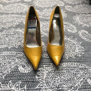 Yellow dollhouse heels!